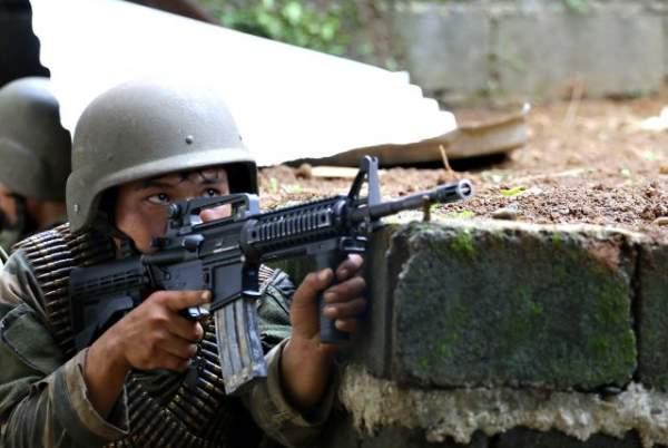 Cận cảnh quân đội Philippines tìm diệt IS trên đường phố 7