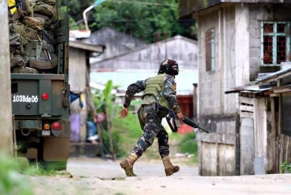 Cận cảnh quân đội Philippines tìm diệt IS trên đường phố 5
