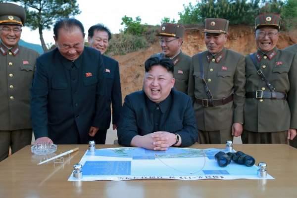3 người đàn ông luôn kè kè bên Kim Jong-un là ai? 1