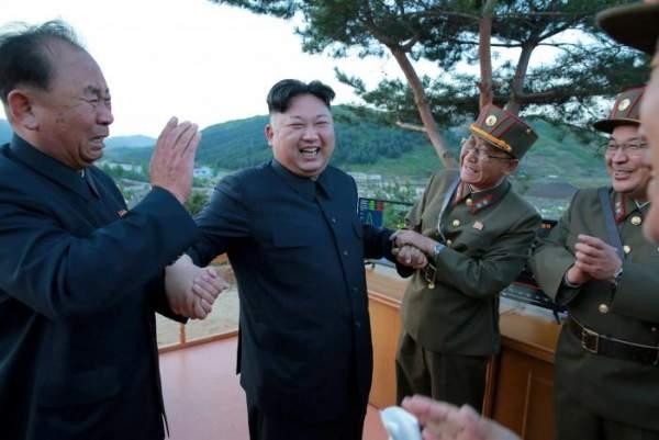 3 người đàn ông luôn kè kè bên Kim Jong-un là ai? 2