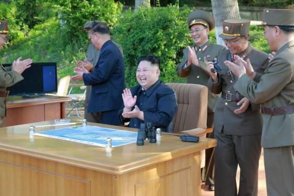 3 người đàn ông luôn kè kè bên Kim Jong-un là ai? 3