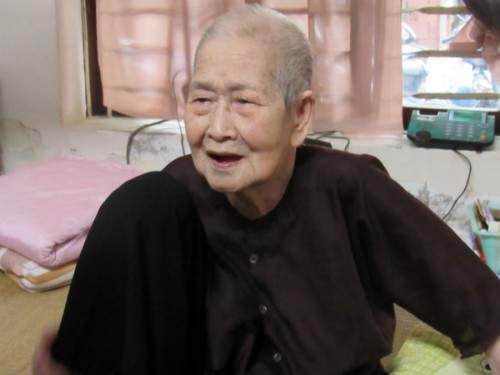 "Cụ bà 93 tuổi ""sành internet nhất VN"" qua lời kể của con dâu 1"