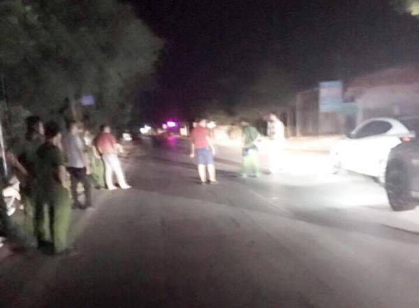 Hàng chục người vác dao, súng truy sát tài xế xe Mazda trên quốc lộ 2