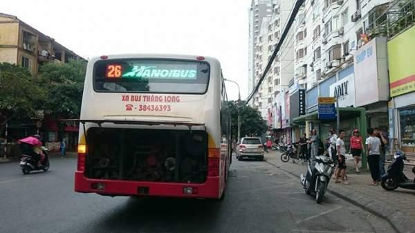 Giận người yêu ném vỡ kính xe buýt, một hành khách vỡ đầu 3