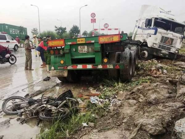 """2 người tử vong tại dốc cầu """"chết chóc"""" ở Sài Gòn 1"""