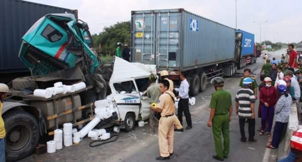"""2 người tử vong tại dốc cầu """"chết chóc"""" ở Sài Gòn 7"""