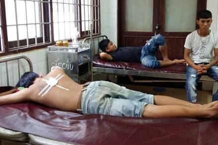 Công an xã bắn đạn cao su, 3 thanh niên nhập viện 1