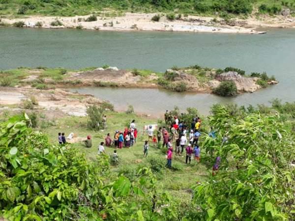 Phát hiện thi thể người phụ nữ trần truồng trôi sông Đakrông 1