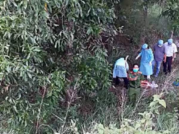 Đi chăn trâu, phát hiện người đàn ông chết nằm sấp trong bụi cây 2