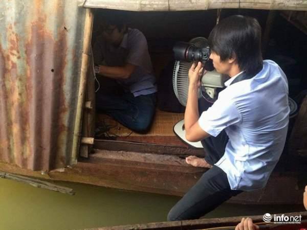 Những khoảnh khắc tác nghiệp thú vị của phóng viên ảnh 15