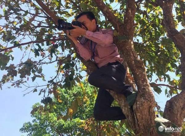 Những khoảnh khắc tác nghiệp thú vị của phóng viên ảnh 13