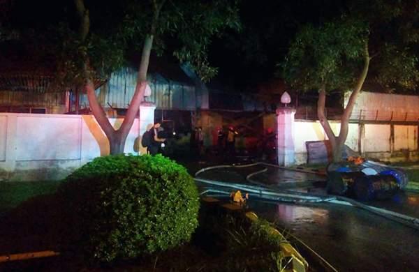 Cháy lớn gần sân bay Nội Bài, lửa ngùn ngụt trong đêm 2