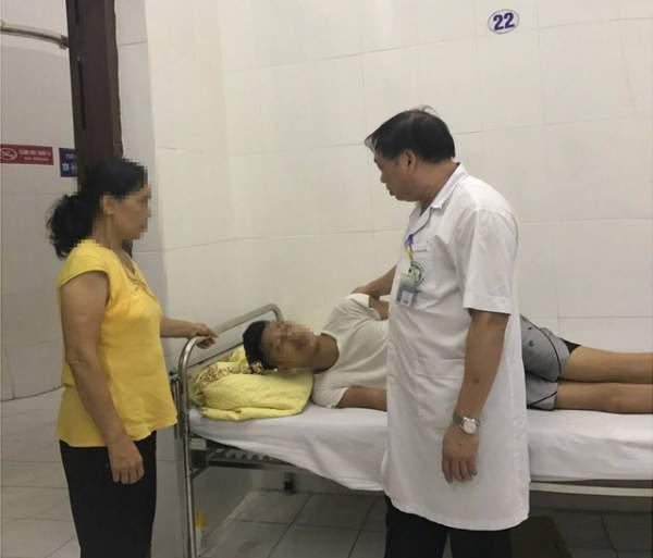 Một giờ căng thẳng giải cứu bệnh nhân đòi tự tử từ tầng 18 BV Bạch Mai 1