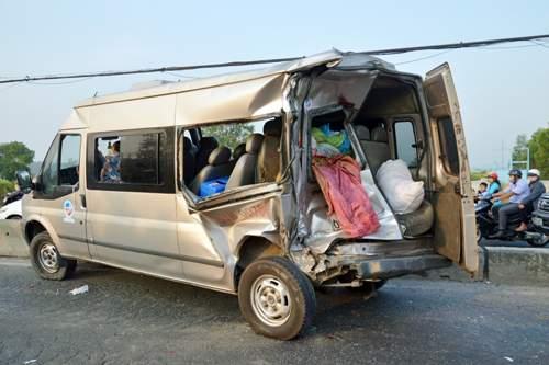 Phụ xe bị ô tô lật nghiêng đè tử vong 2