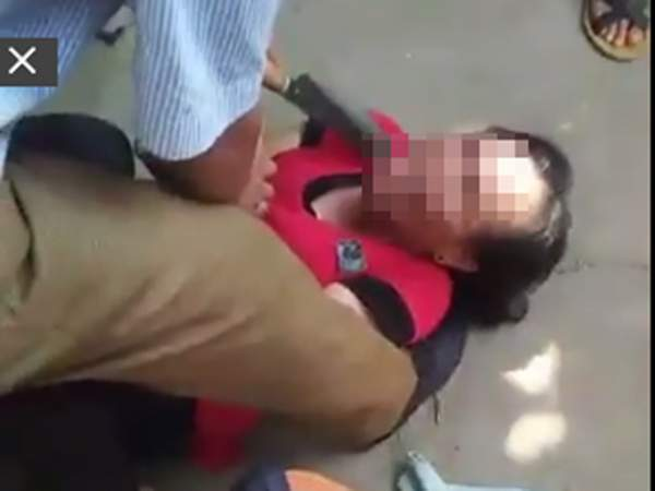 """Vụ dí dao vào cổ người phụ nữ: """"Kẻ bắt cóc"""" trẻ em mất tích cách đây 2 năm 2"""