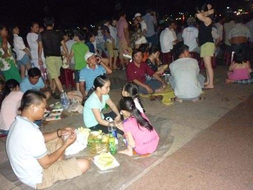 Khán giả không được vô xem pháo hoa Đà Nẵng vì vé giả 3