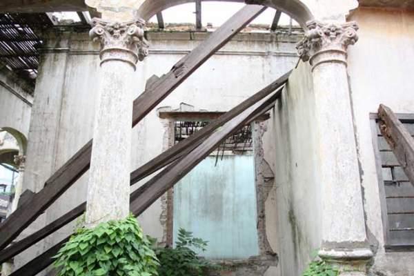 Biệt thự 100 tuổi hoang phế thành nơi trú ngụ của mèo hoang 9