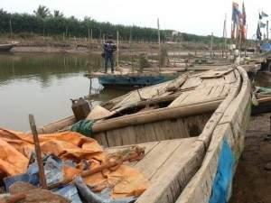 Chìm xuồng trên sông, 1 người chết, 4 người mất tích 1