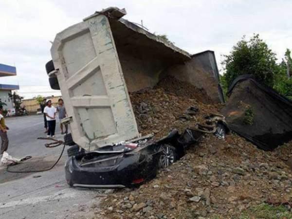 """Nguyên nhân xe """"hổ vồ"""" đè chết tài xế xe con ở Nam Định 2"""