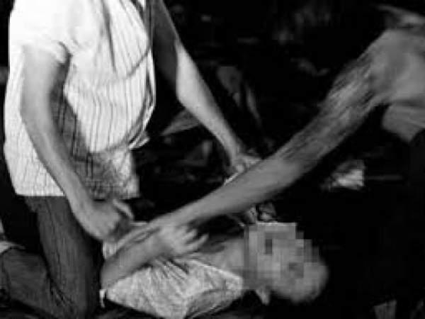 Thiếu nữ ngủ say vì rượu, bị người lạ làm nhục 1