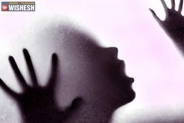 Mùi hôi thối nồng nặc tố cáo ác nhân giết vợ con rồi giấu xác vào tường 1
