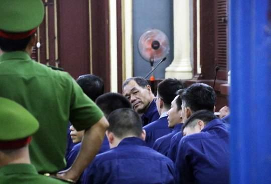 Đại gia Hứa Thị Phấn vắng mặt trong phiên xử Trầm Bê 6