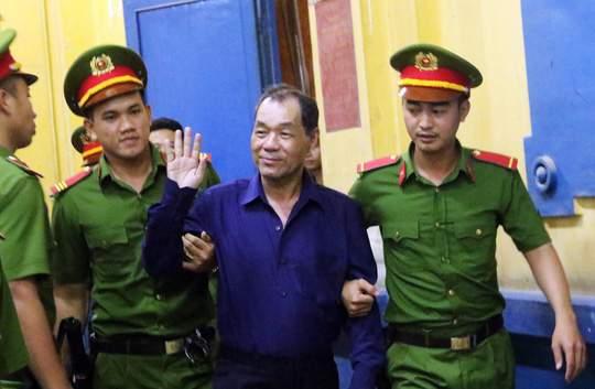 Đại gia Hứa Thị Phấn vắng mặt trong phiên xử Trầm Bê 4