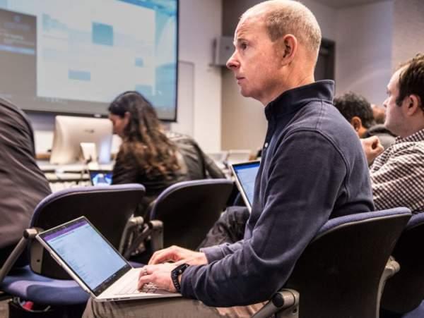 """Những """"chiến binh"""" đã giúp Satya Nadella tạo bước ngoặt lớn cho Microsoft 13"""