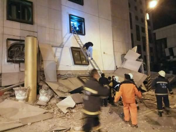 2 người chết, 200 bị thương sau vụ động đất rung chuyển Đài Loan 4