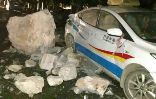 Động đất 7 độ Richter gần khu du lịch Cửu Trại Câu, ít nhất 5 người chết 1