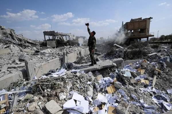 Nga nói tìm thấy vũ khí hóa học Đức và lựu đạn Anh tại Syria 1