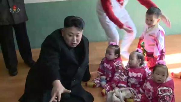 """Giải mã chiến lược """"nâng cấp"""" hình ảnh của ông Kim Jong-un 2"""