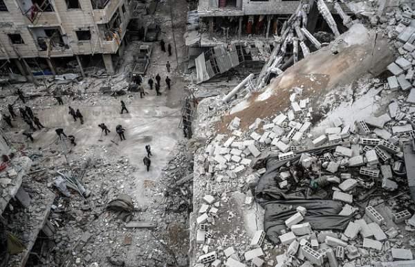 """Bị dội """"mưa"""" hỏa lực, phiến quân bỏ vũ khí chạy khỏi thủ đô Syria 1"""