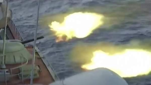 Dàn tàu chiến Nga tập trận bắn đạn thật trên biển Nhật Bản 3