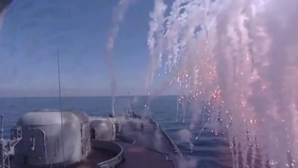 Dàn tàu chiến Nga tập trận bắn đạn thật trên biển Nhật Bản 2
