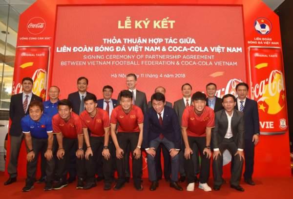 Giấc mơ vàng của bóng đá Việt trên lon Coca-Cola phiên bản đặc biệt 2