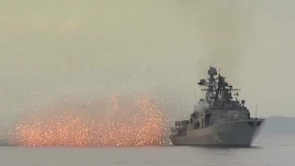 Dàn tàu chiến Nga tập trận bắn đạn thật trên biển Nhật Bản 6