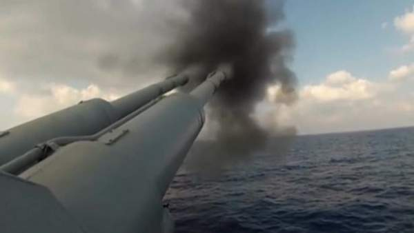 Dàn tàu chiến Nga tập trận bắn đạn thật trên biển Nhật Bản 1