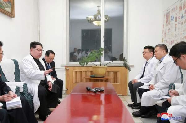 Ông Kim Jong-un tới Đại sứ quán Trung Quốc chia buồn vụ tai nạn thảm khốc 2