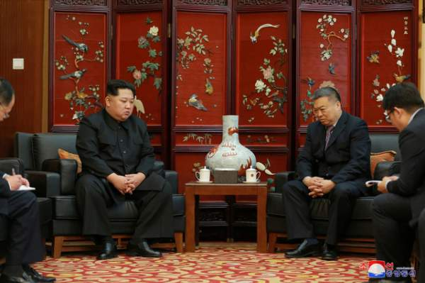 Ông Kim Jong-un tới Đại sứ quán Trung Quốc chia buồn vụ tai nạn thảm khốc 1