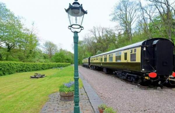 """""""Đẹp lạ"""" ngôi nhà từng là ga tàu trăm tuổi tại Vương quốc Anh 7"""