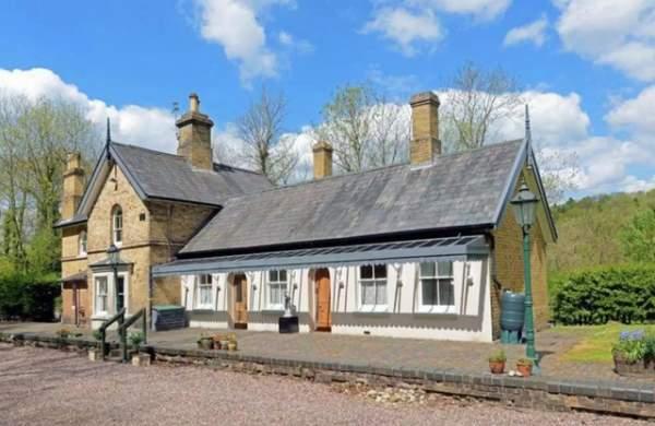 """""""Đẹp lạ"""" ngôi nhà từng là ga tàu trăm tuổi tại Vương quốc Anh 2"""