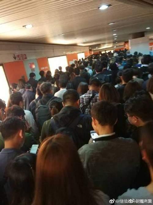 Ngạt thở cảnh tắc nghẽn giao thông khổng lồ dưới lòng đất Trung Quốc 4