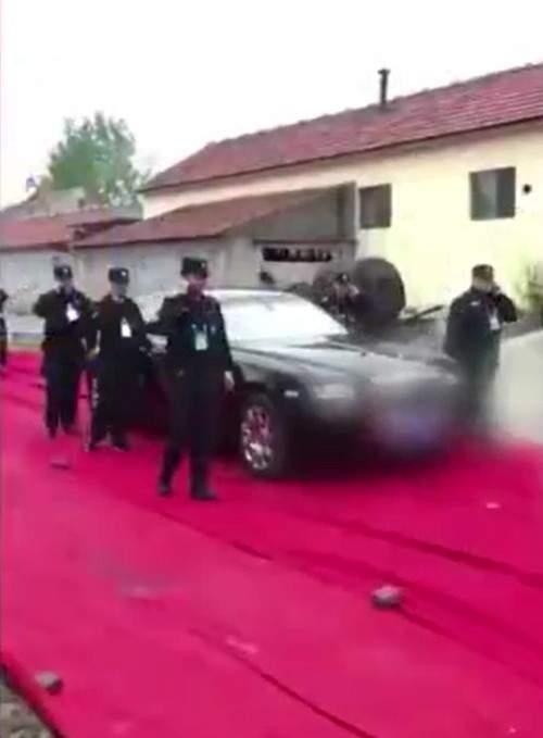 Chú rể dùng trực thăng rước dâu khiến cả nhà gái sốc nặng 3