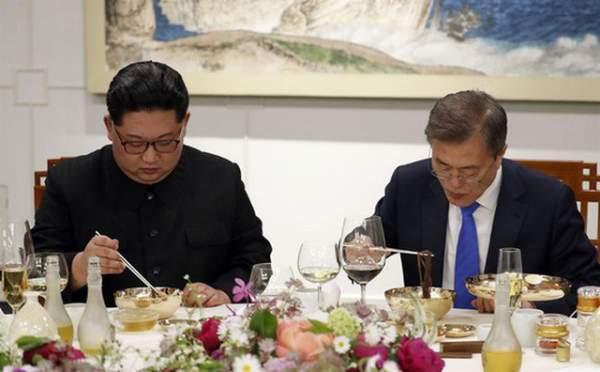 Khi ông Kim Jong-un trổ tài... quyến rũ 7