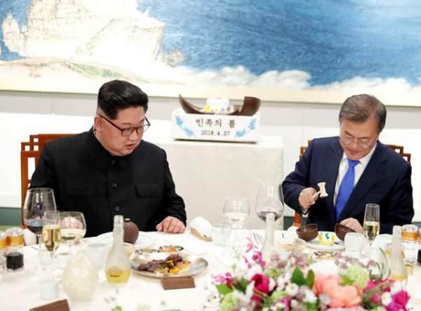 Khi ông Kim Jong-un trổ tài... quyến rũ 4