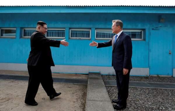 Khi ông Kim Jong-un trổ tài... quyến rũ 1