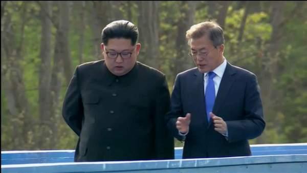 Khi ông Kim Jong-un trổ tài... quyến rũ 2