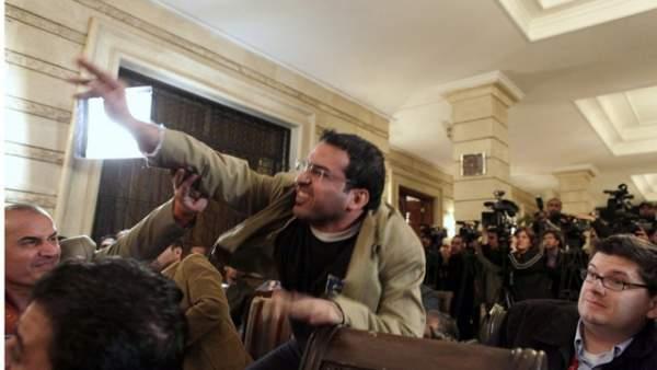 Nhà báo Iraq từng ném giày vào cựu Tổng thống Bush tranh cử quốc hội 1