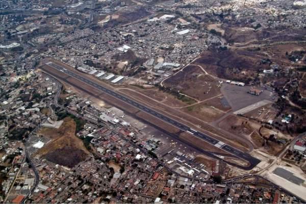 Máy bay Mỹ gẫy làm đôi tại sân bay nguy hiểm bậc nhất thế giới 2